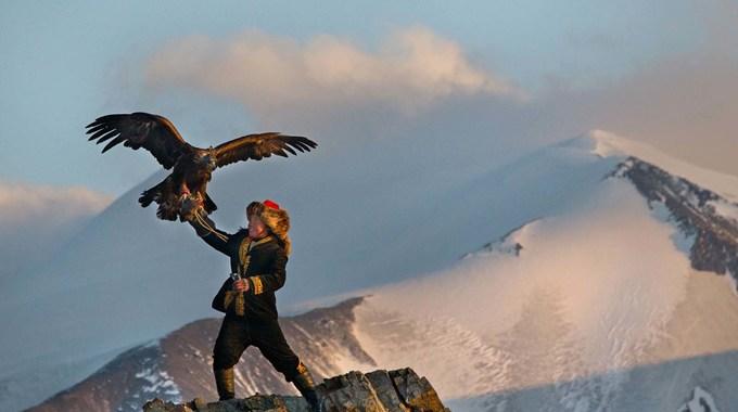 Photo SLIDE pour La jeune fille et son aigle